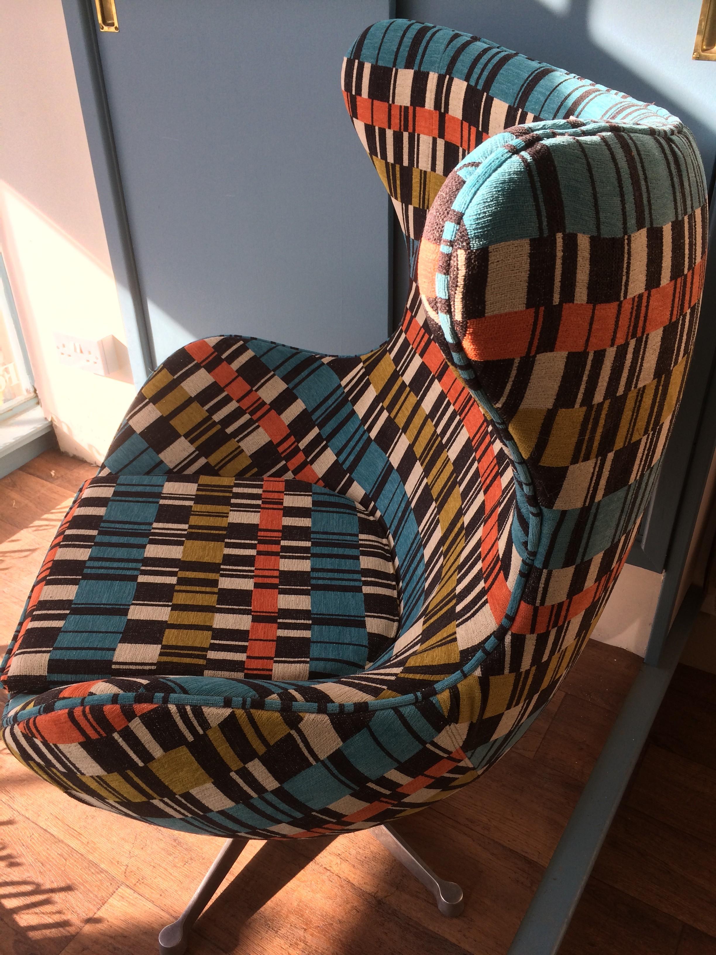 Retro egg chair side