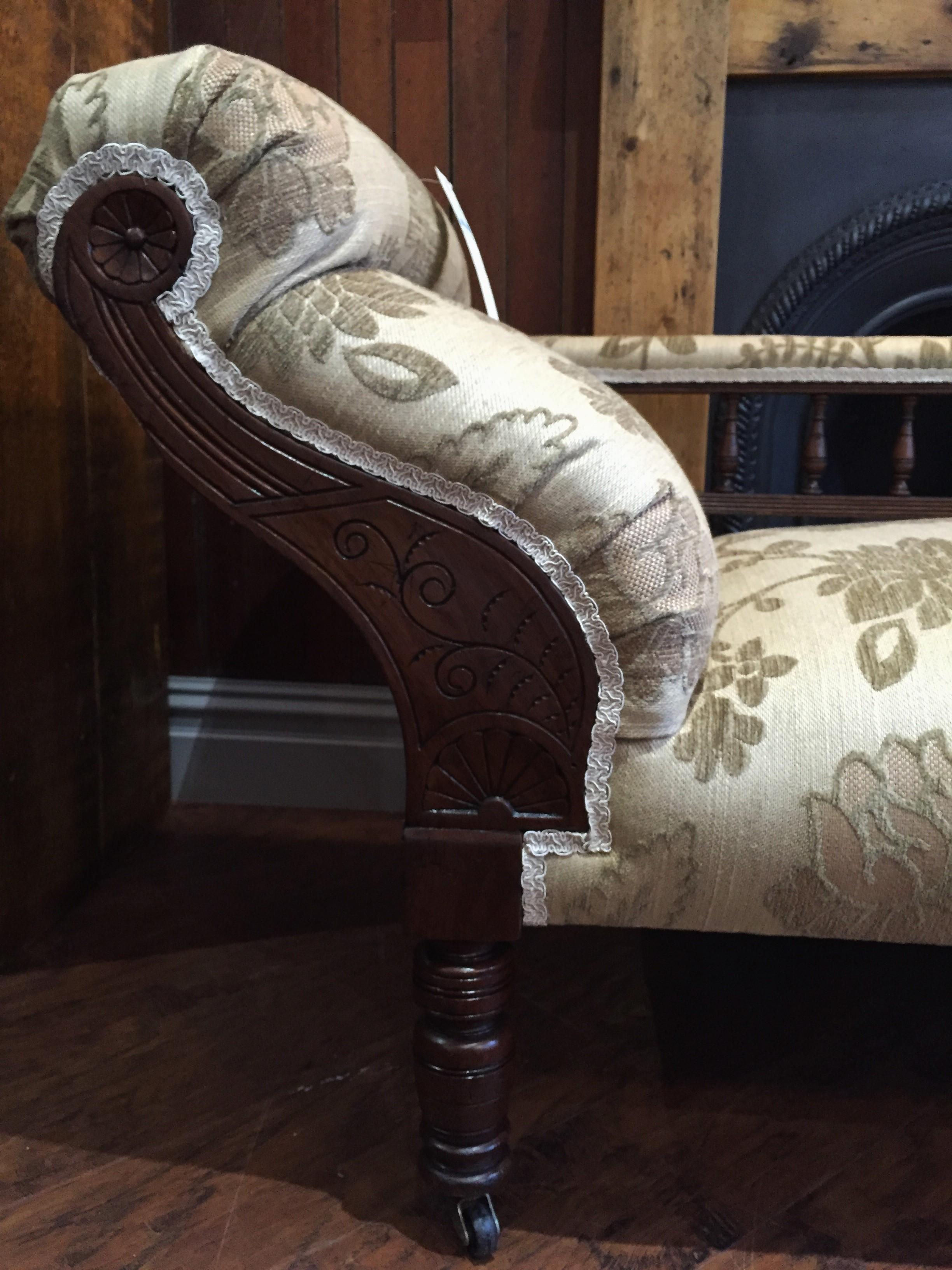 Chaise longue wood detail