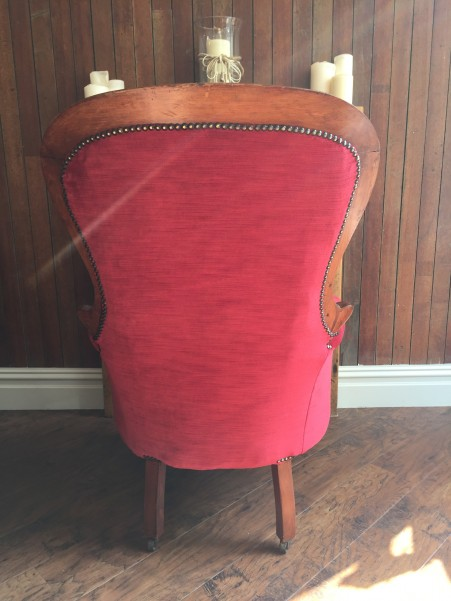 Antique buttoned chair in red velvet -back