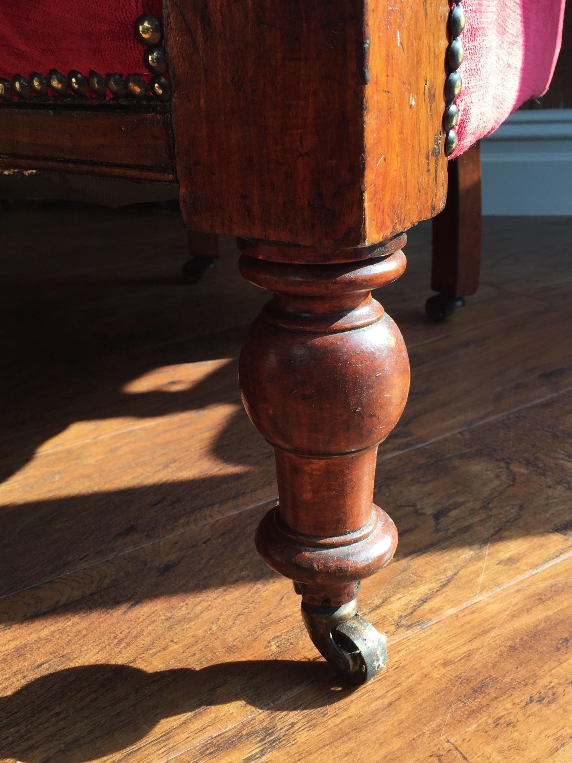 Turned legs with original castors